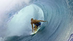 rb_SurfChronTahiti_c-Brian-Bielmann_Red-Bull-Photofiles1